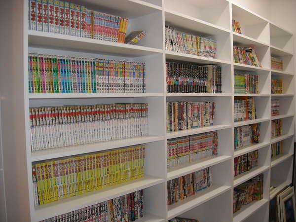 コミックコーナー(1F) お部屋で自由にご覧いただけます。