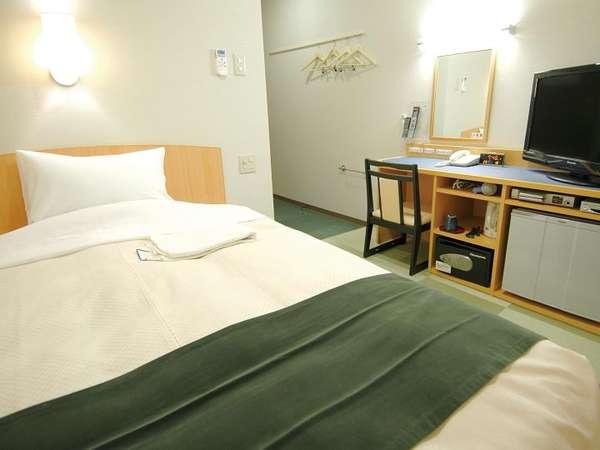 シングルルームベッドAタイプ (ベッド幅140CM) テーブル+チェアー