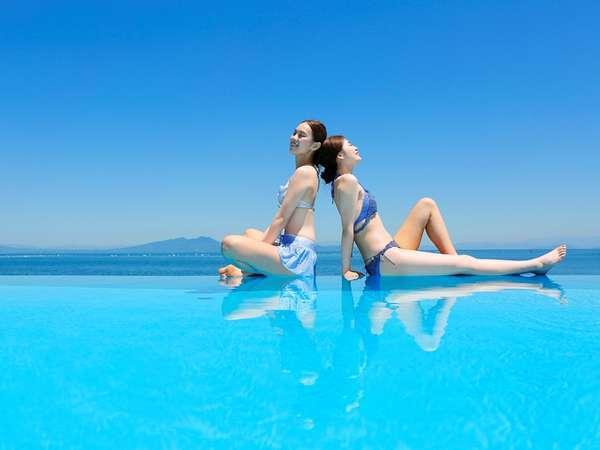 """海と空に浮かぶ""""ガーデン・テラス・プール!潮風を感じながら、都会では味わえない優雅なリゾート気分を。"""