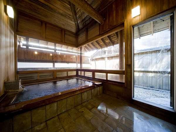 檜風呂昼 深夜明け方も入浴出来ます。