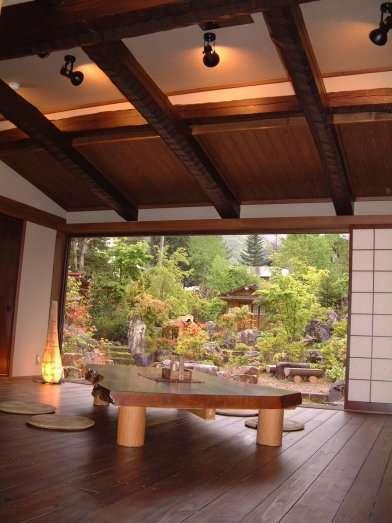 風呂上りにのんびりと、くつろぐ事ができる谷の庵