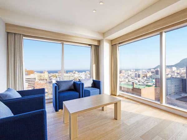 【客室】コーナースイート/54㎡/角部屋スイートルーム。唯一、『津軽海峡側』を向いた寝室があるお部屋。