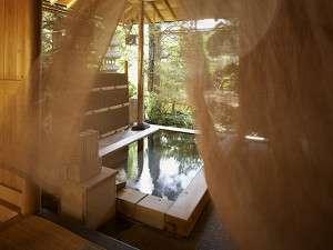 ■露天風呂を吹き抜ける風 信州ならではの爽やかで清々しい風が湯上がりのほてった体を優しく吹きぬける