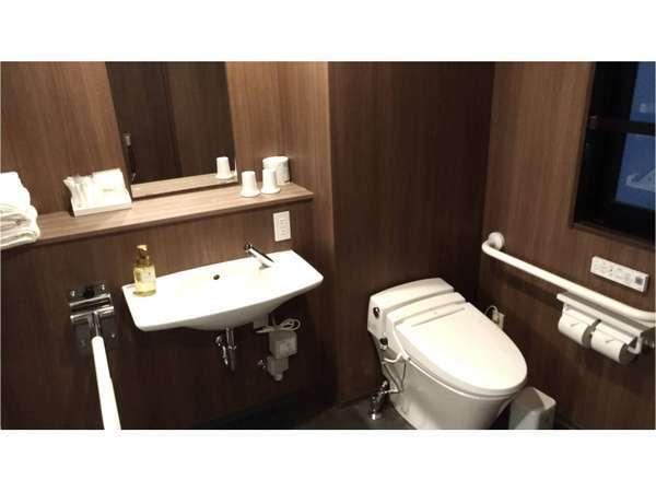 アクセシブルルームは風呂とトイレが別です。車いすをご利用の方もご不便なくご宿泊いただけます。