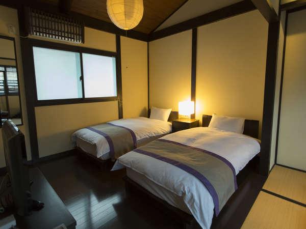 チェックアウトは遅めの11時。自然素材をふんだんに使用した寝室でゆっくりとお寛ぎ頂けます。