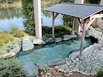 趣深い露天風呂を設えた浴場を満喫!
