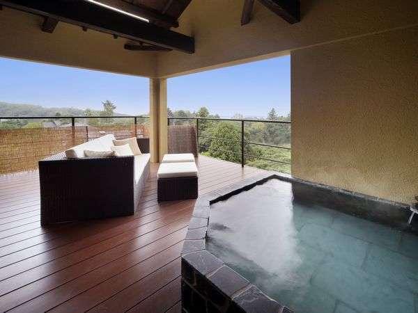 客室「ぼたん」の露天風呂からは晴れれば伊豆大島の遠景を望みます