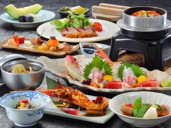 懐石料理の夕食は伊豆山海の幸をふんだんに取り入れ、洋皿も楽しめる。