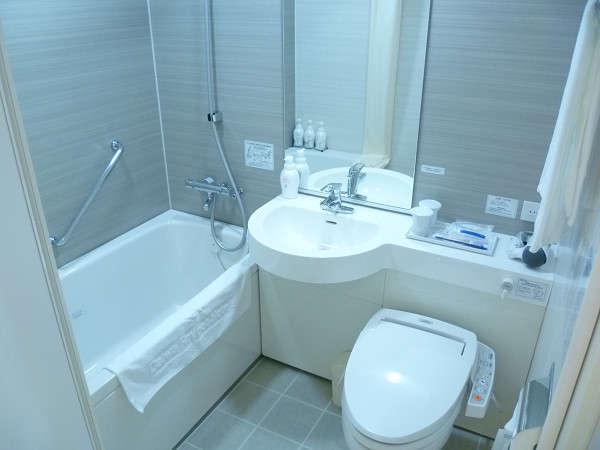 【浴室】曇り止め鏡を設置。シャワー式トイレを完備。広めの浴槽でリラックス♪