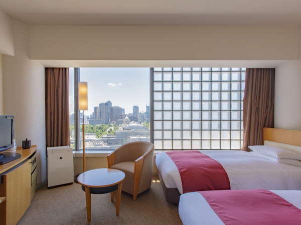 ゆとりある客室とさわやかな眺望の皇居に面したツインルーム。ホテル周辺は都心とは思えないほど静かな環境