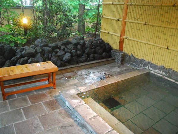 男性露天風呂(新緑)万病に効く「薬のいで湯」と呼ばれる草津温泉