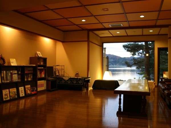 東郷湖を望む休憩処『我心の間』