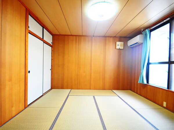 【和室(1室目)】8畳の和室が2部屋ございます。足を伸ばしてゆったりお寛ぎください。