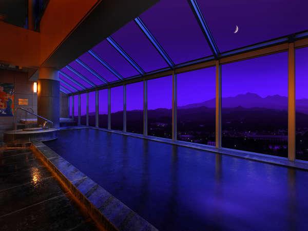 【大浴場】四季の蔵王連邦パノラマビュー『あたたまりの湯』と呼ばれる泉質を存分にお楽しみいただけます