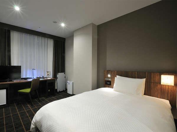 【客室】シングルルーム ・部屋広さ…19㎡・宿泊人数…1~2名・ベッド幅…140cm