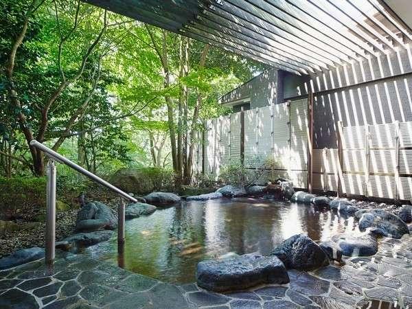 日頃の疲れを癒す露天風呂。箱根の自然と共にご堪能ください。