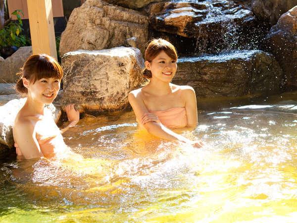 【露天風呂】解放感あふれる広い露天風呂で、のびのびお寛ぎください!
