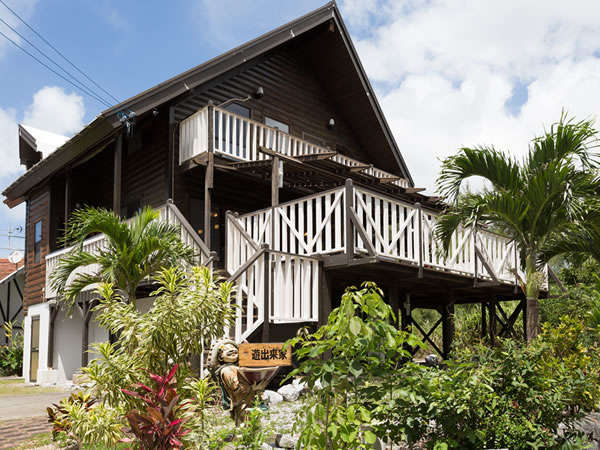 沖縄のリゾートエリア恩納村にある希望ヶ丘地区に立地する遊出来家(ゆうでぃきや)。