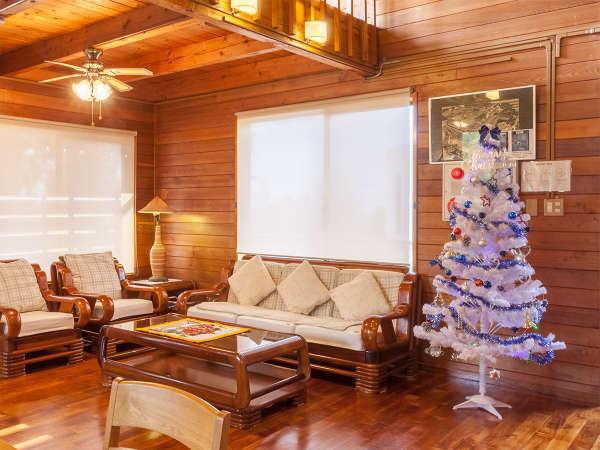 遊出来家のクリスマス♪客室には高さ150cmのX'maxツリーを設置。11月下旬~12/25
