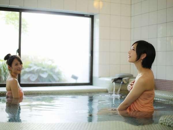 広々の「バラ色の人生」の貸切温泉。貸切無料です。