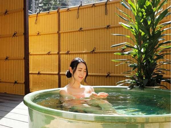 新装花地蔵庵603ウッドデッキ付露天風呂/お湯は温泉ではありません。貸切温泉4湯と合わせてご利用下さい。