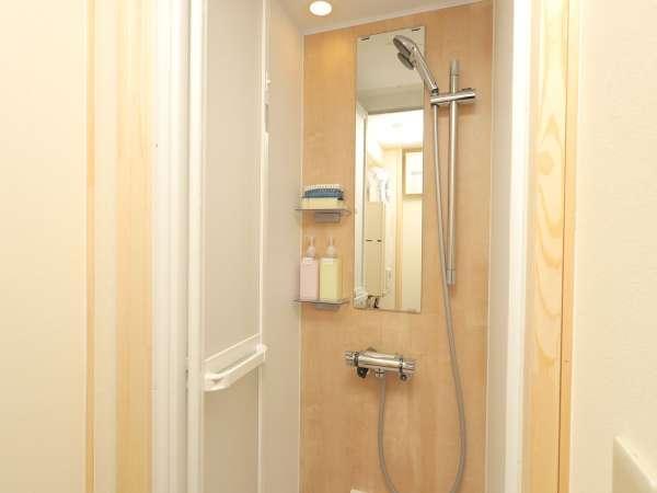 シャワールーム(全室完備)