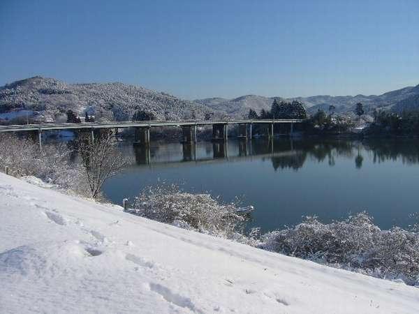 雪の北上川。。