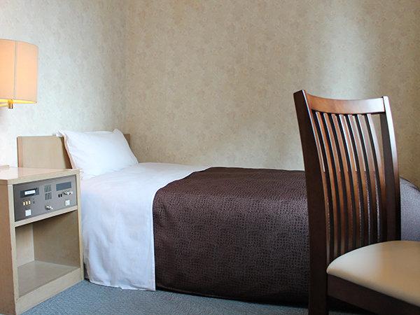 機能的なシングルルーム♪2名様までご利用頂けます!(2名様で添い寝)ベッドサイズ:100×195cm