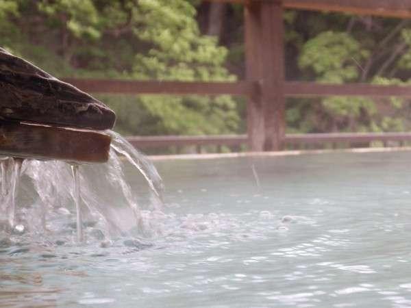 ◆川治の源泉掛け流しpH8.1の弱アルカリ性単純泉。毎分380リットルの豊富な湯量でリラックス♪