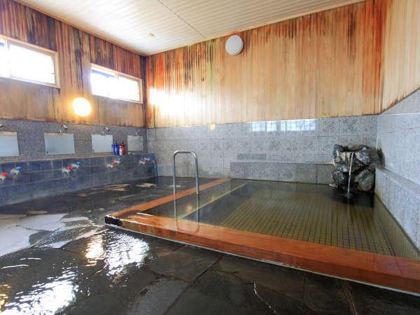 *温泉浴場/トロットロの湯に身を浸せば、日常の疲れがほぐれ、潤いもたっぷり。