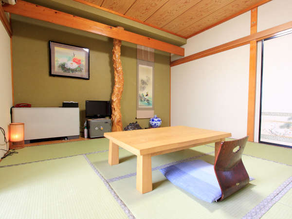 *客室一例(和室)/畳のお部屋でごろりと横になってお寛ぎ頂けます。