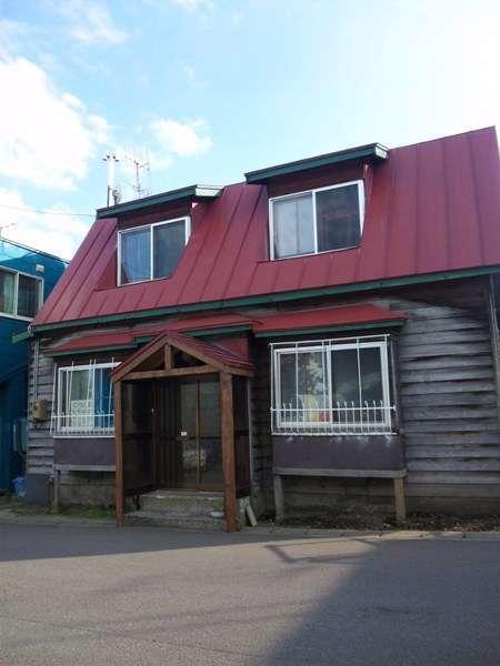 築80年以上の北海道らしい折屋根の建物