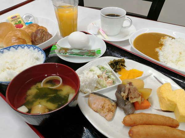 朝食は和洋約20種類のバイキング形式でご用意しております。カレーもあるよ♪