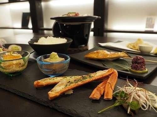 【ご夕食】当館では地元の食材を使用したお料理となっております。※写真はイメージです。