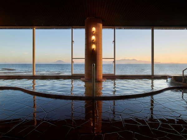 錦江湾に桜島を望む大浴場で時の移ろいを感じながら