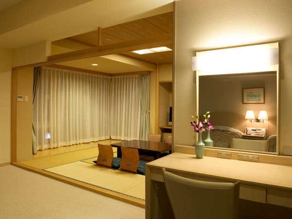 【和洋特別室一例】和室で足を伸ばして寛ぎ、お休みはベッドでどうぞ。(眺望は松林となります)