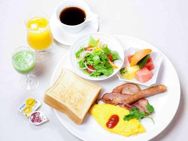 【朝食一例】トーストにオムレツなど、ワンプレートの洋朝食を召し上がれ♪