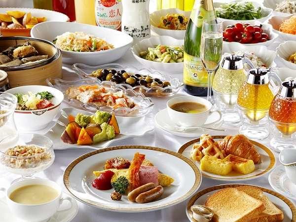 シェフが実演するオムレツやホテル自慢のフレンチトーストが魅力のブッフェ形式による欧風料理