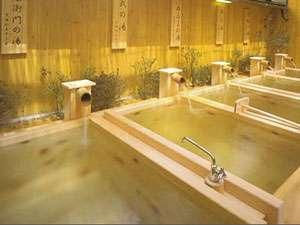 湯質の違う6つの源泉が楽しめる「福六の湯」