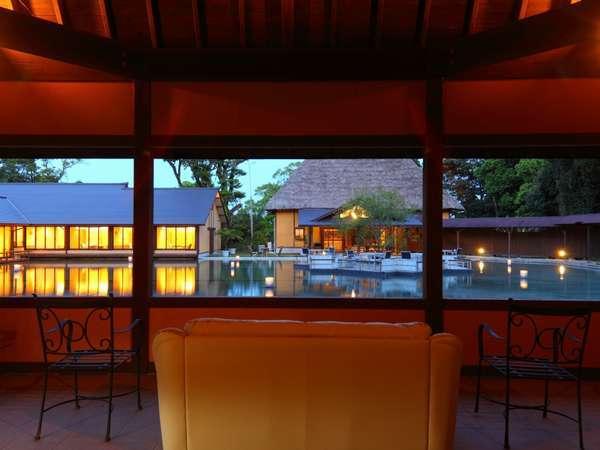 ◆母屋と食事処を眺めるアジアンリゾート