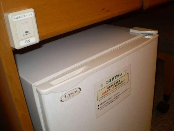 ◆シングル用の冷蔵庫◆シングルの冷蔵庫はスイッチを「ON」側に倒して頂ければ電源が入ります。