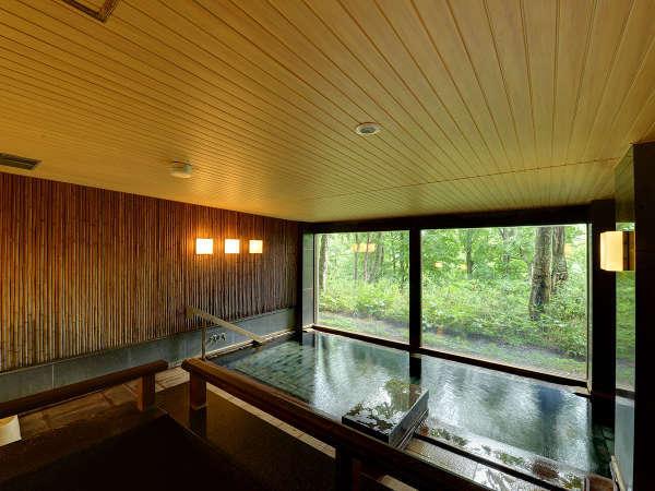 *【温泉】窓からは手つかずのブナ林が眺められます。