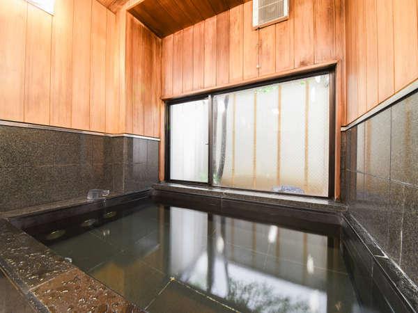 *大きなお風呂ではありませんが、1日の疲れをゆっくり癒してください。