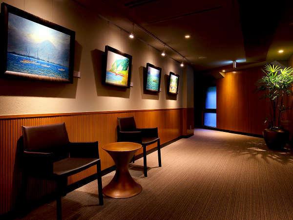 【館内ギャラリー】館内には随所にギャラリーを展示しております。