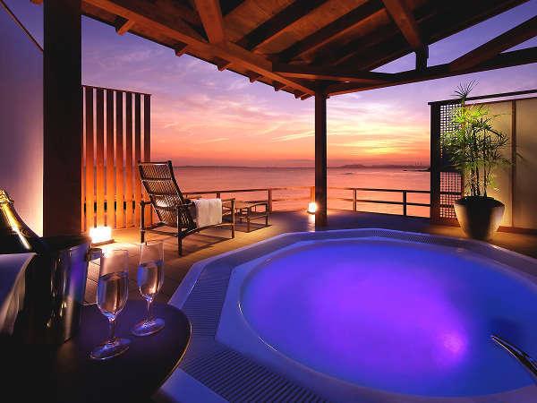 【有料貸切露天風呂 海】随一の開放感を誇る屋上ジャグジーでは極上のひとときをお楽しみいただけます。