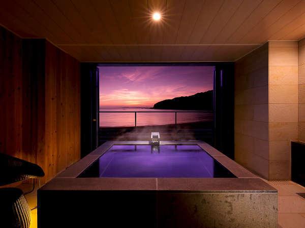 【露天風呂付客室】テラスには絶景の特大専用露天風呂をしつらえた贅沢な造りの洋室客室です。