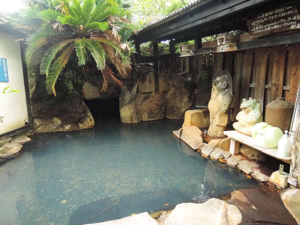 *【すっぽんぽん風呂】岩場の穴から洞窟風呂へ移動することができます。