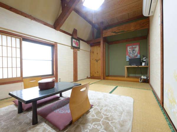 【和室】畳のお部屋で足を伸ばしておくつろぎ下さい。