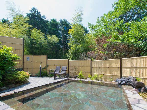 【露天風呂】緑豊かな自然に囲まれた源泉100%掛け流し露天風呂は疲れを癒してくれます♪