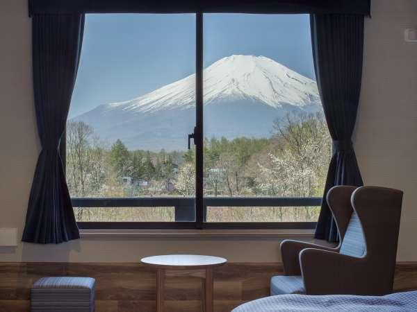 富士山が目の前に広がる特別室、プライベートドッグテラス付き客室をはじめ、特徴あるお部屋をご用意。